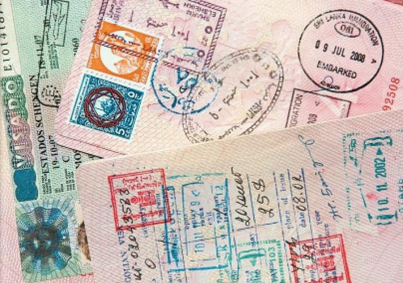 В зависимости от выбранной страны посещения в загранпаспорте гражданина может появиться штамп, печать или наклейка