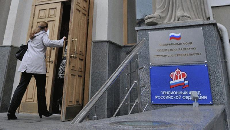 любые вопросы, связанные со СНИЛС, можно решить в отделении ПФР РФ
