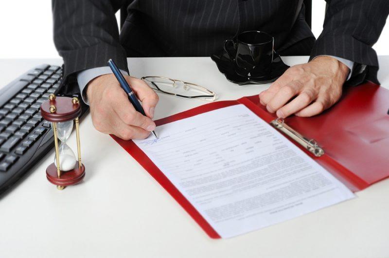 Обращение в суд может осуществляться посредством обращения самого заявителя или его официального представителя